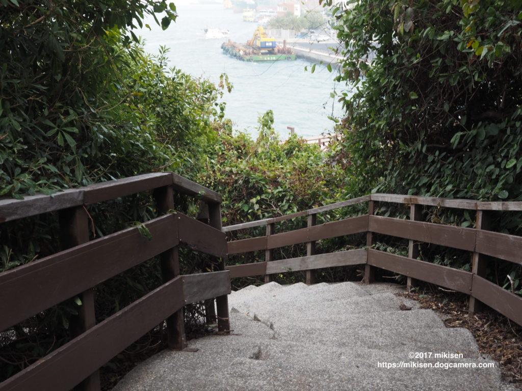 旗後灯台から下りる階段