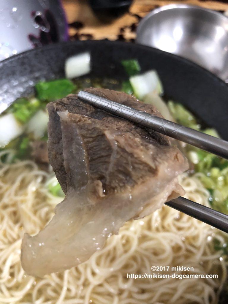 「三牛牛肉麺」清燉牛肉麺の細麺