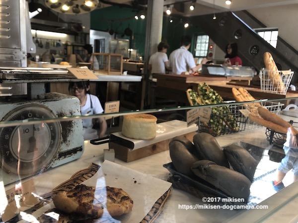 キッチンスウェル パン売り場